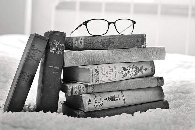 Una pila di libri: il senso della scrittura